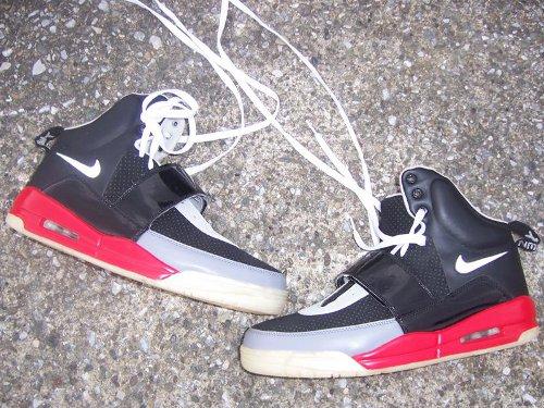 de Fake fausses Nike Air Yeezy Nike Dunk Air Jordan IV et XI