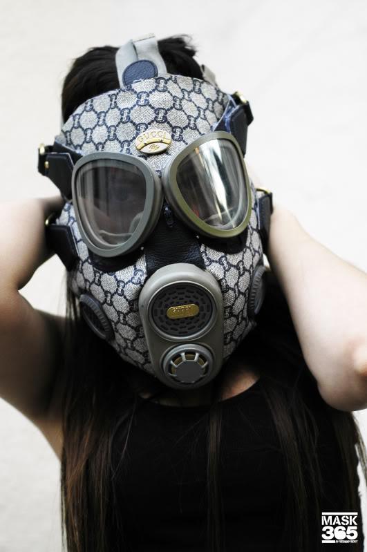 les objets insolites du jour masques gaz air jordan 1. Black Bedroom Furniture Sets. Home Design Ideas