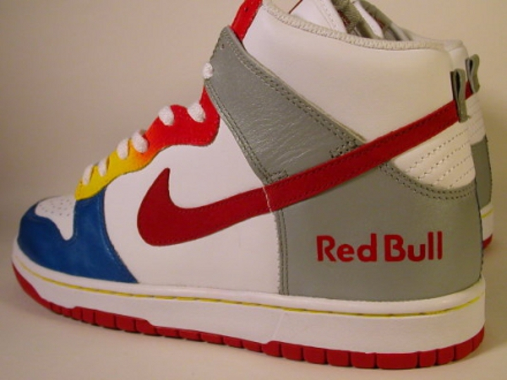 Sneakers customisées – Nike Dunk High Red Bull