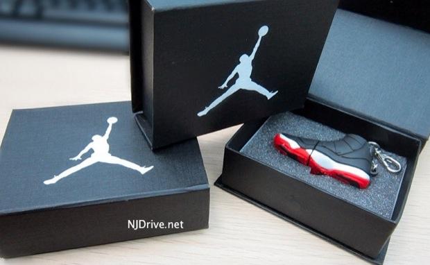 Hot Un Stock >> Air Jordan XI Bred - clé USB