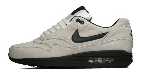 air max 1 summit white black