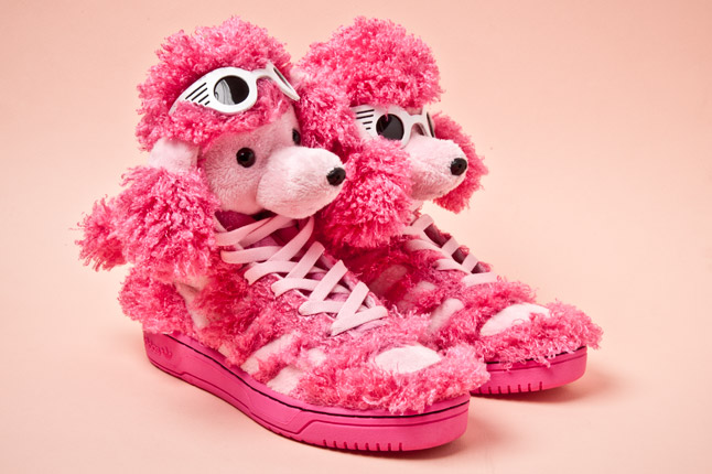 http://www.sneakers-actus.fr/wp-content/uploads/2012/12/adidas-originals-js-poodles-pair-1.jpg