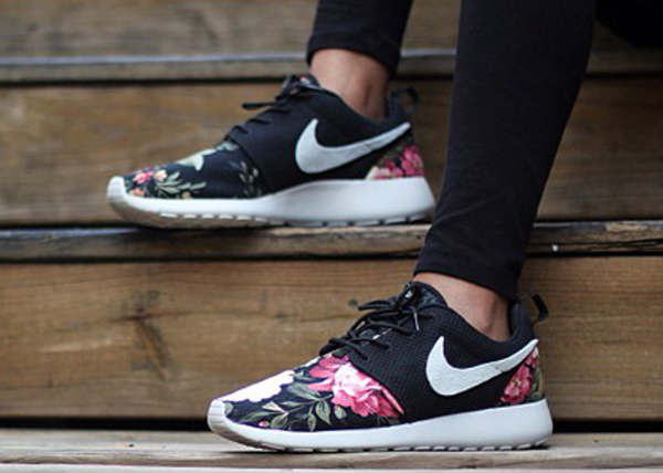 sports shoes 6672c f5806 chaussure nike roshe run fleur