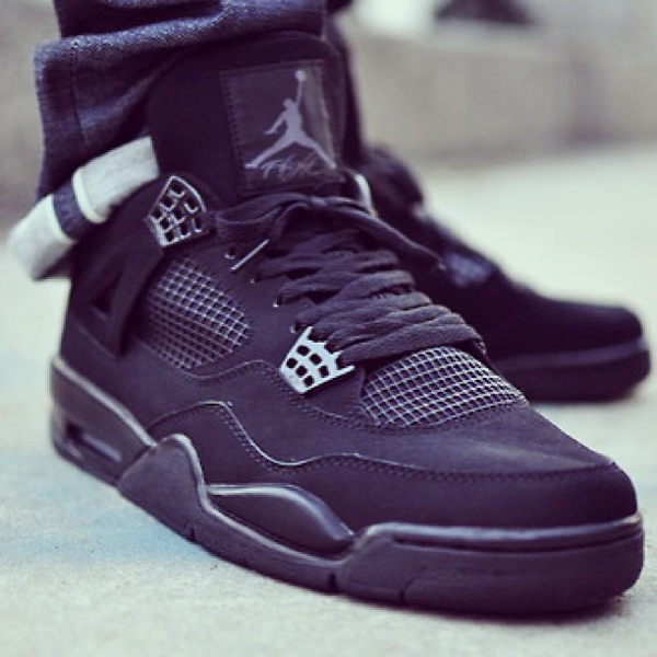 Air Jordan 4 Black Cat  par Beja