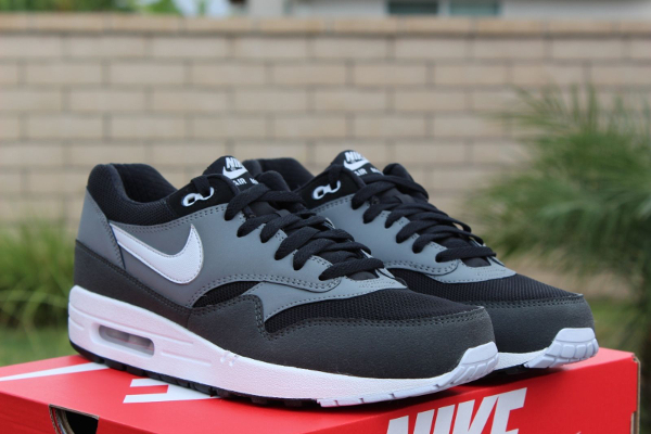 nike air max 1 essential black geyser grey