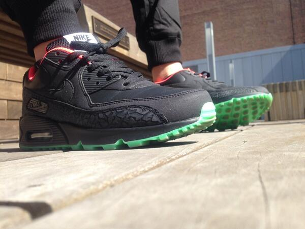nike air max 90 hyperfuse id yeezy