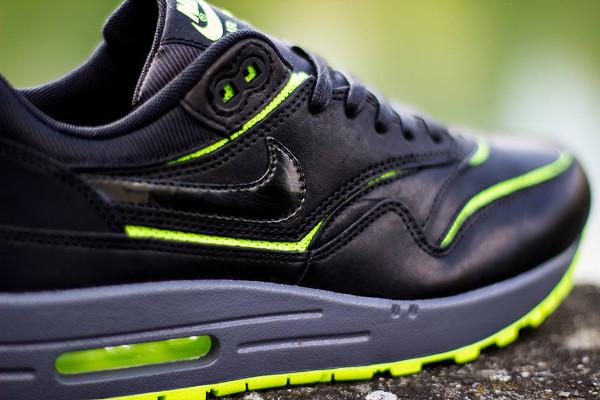 Nike Air Max 1 Cut Out 'Black/Volt'