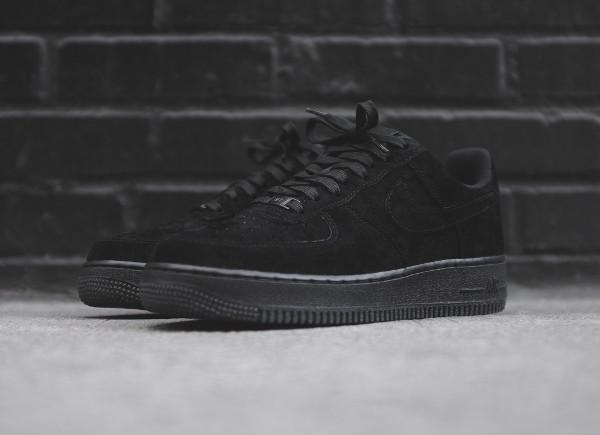 nike air force one noir daim nike jordan chaussures de basket ball pour les enfants. Black Bedroom Furniture Sets. Home Design Ideas