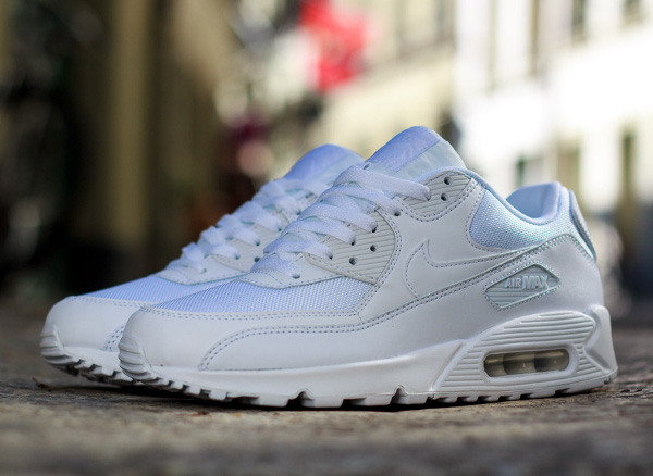 nike air max 90 essential blanche sneakers actus. Black Bedroom Furniture Sets. Home Design Ideas