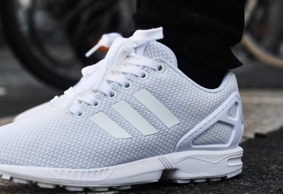 adidas zx flux 39 triple white 39 o l 39 acheter. Black Bedroom Furniture Sets. Home Design Ideas