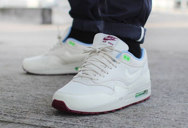 air max 1 light bone