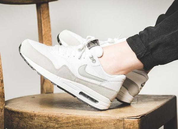 air max 1 blanche et grise