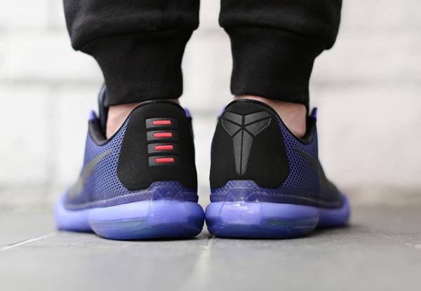 Nike Kobe X 'Blackout' aux pieds (1)