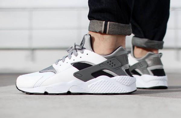 Nike Huarache grise et blanche