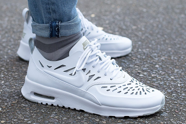 Nike Thea Blanches