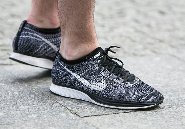 nike flyknit racer oreo 2 0 black white 2017 o l 39 acheter. Black Bedroom Furniture Sets. Home Design Ideas