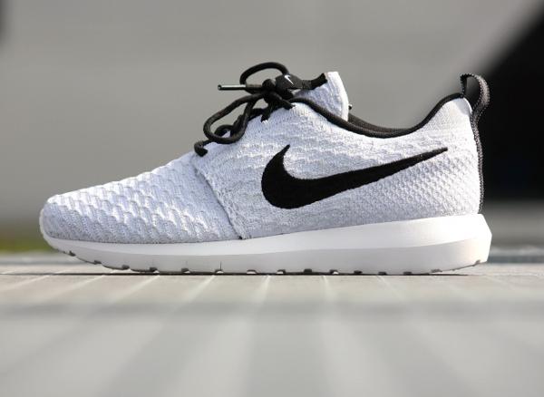 Nike Roshe Run Flyknit Blanche