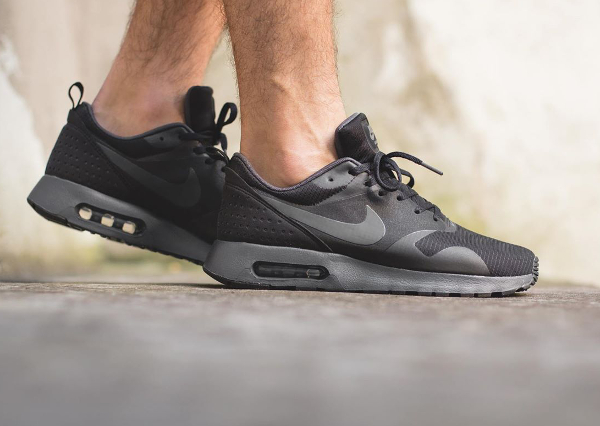 finest selection 9728b 8916d Nike Air Max Tavas Black And Black