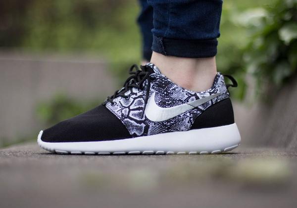 Nike Roshe Run Print Snake Black Silver