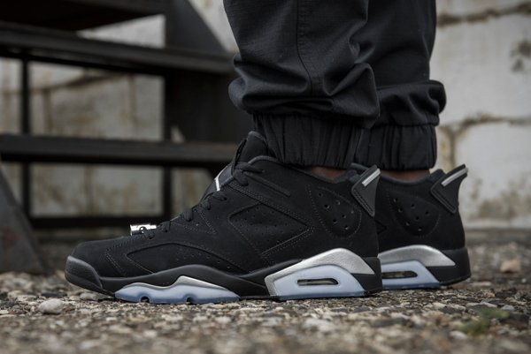 Air Jordan 6 Retro Low Black Metallic Silver aux pieds (2)