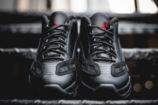 Air Jordan 11 Low IE 'Black True Red'