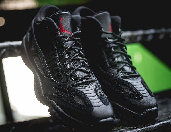 Air Jordan 11 Low IE noire (2)