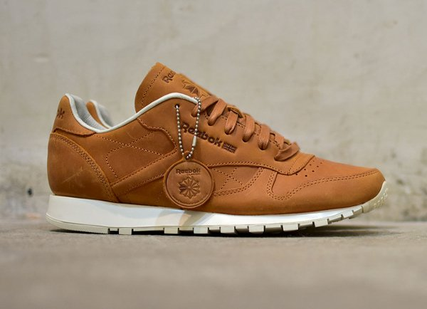 3a065733edbea Reebok 2017 Beige tennis reebok classic homme Reebok Classic Leather Lux PW  en cuir premium marron style Horween ...