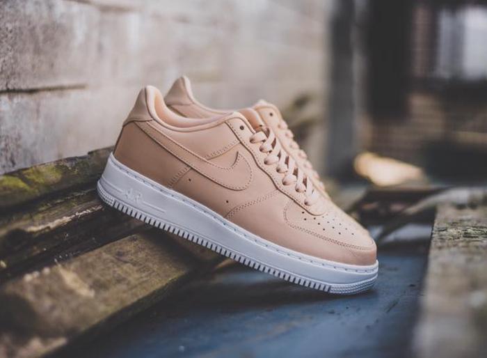 chaussure-nike-air-force-1-basse-cuir-premium-beige-1