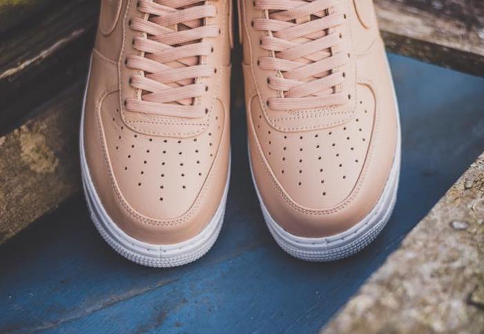 chaussure-nike-air-force-1-basse-cuir-premium-beige-5