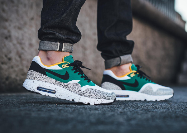 nike safari emerald green