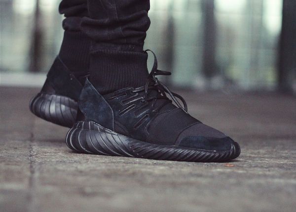 adidas originals tubular runner core black