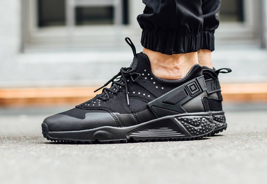8-chaussure-nike-air-huarache-utility-triple-black-pas-cher