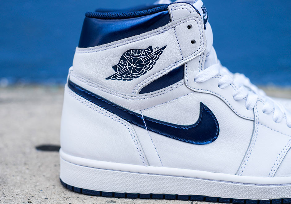 Chaussure Air Jordan 1 Retro High OG 'White Metallic Navy' (3)
