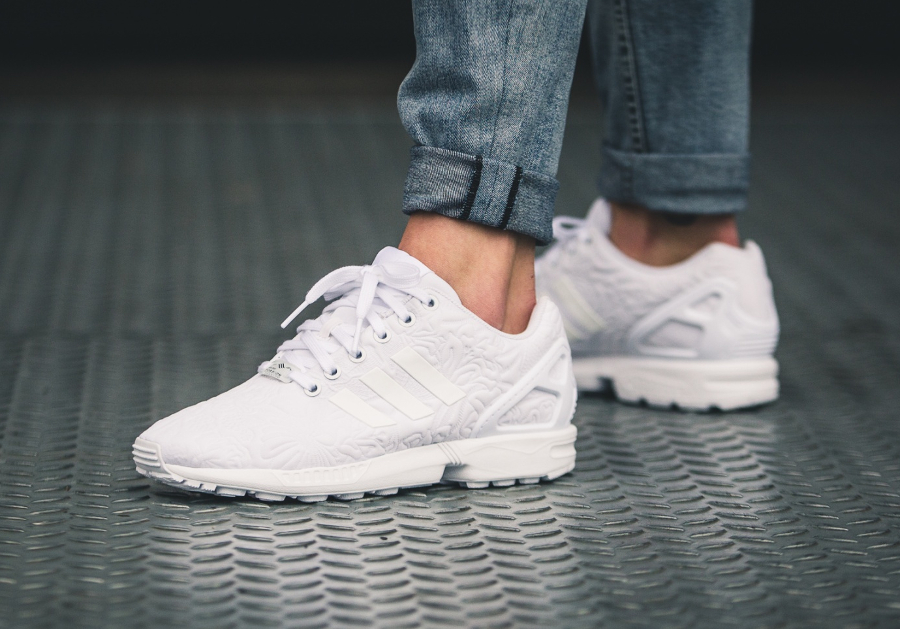 chaussure-adidas-zx-flux-w-white-flowers-blanche-imprime-fleurs-en-relief-1
