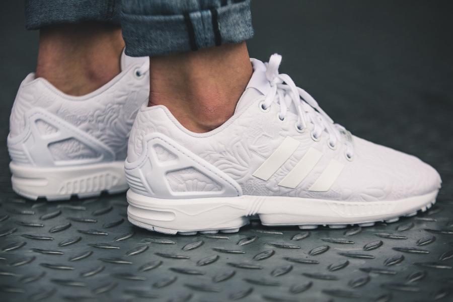 chaussure-adidas-zx-flux-w-white-flowers-blanche-imprime-fleurs-en-relief-2