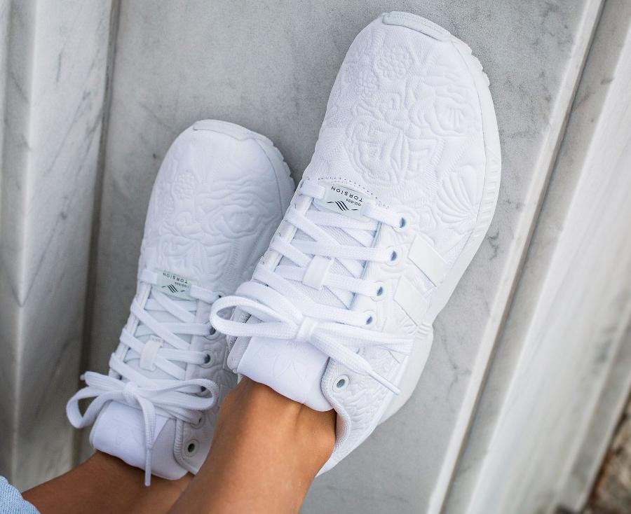 chaussure-adidas-zx-flux-w-white-flowers-blanche-imprime-fleurs-en-relief-4