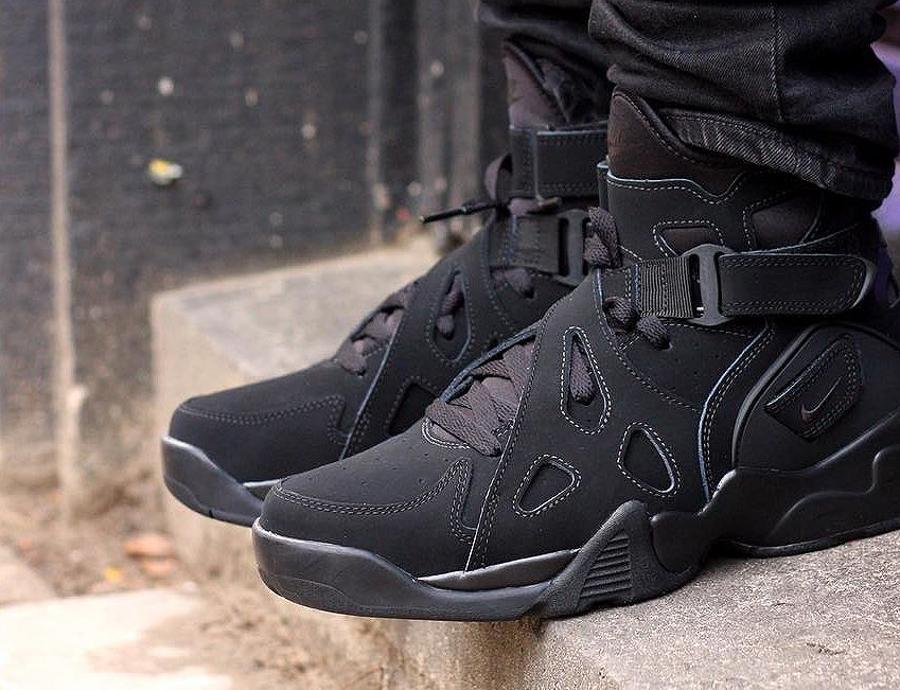 soldes-2017-chaussure-nike-air-unlimited-triple-black-pas-cher