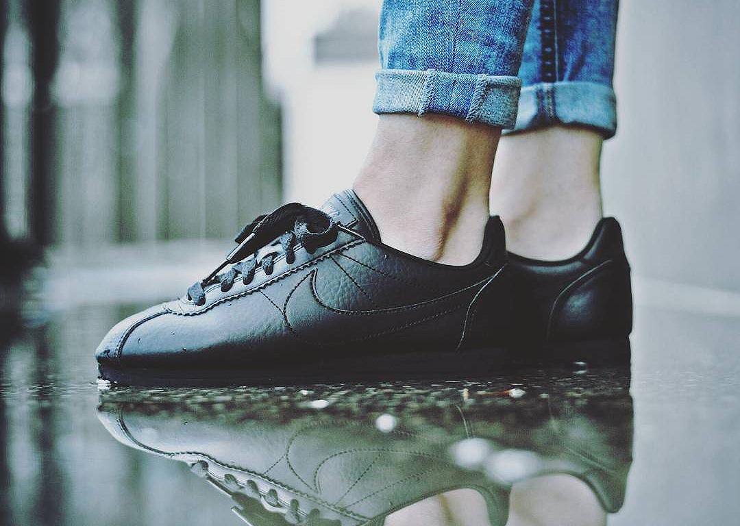 Nike Wmns Classic Cortez Leather PRM 'Triple Black'