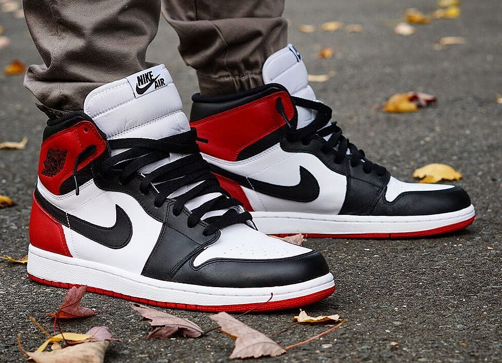 Air Jordan 1 Retro High OG 'Black Toe' (édition 2016)