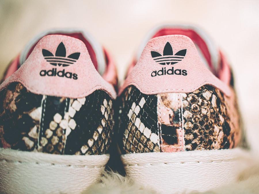 chaussure-adidas-superstar-80s-femme-peau-de-serpent-beige-et-rose-2