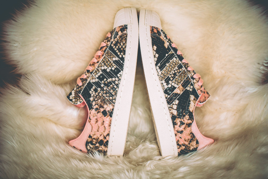 chaussure-adidas-superstar-80s-femme-peau-de-serpent-beige-et-rose-3