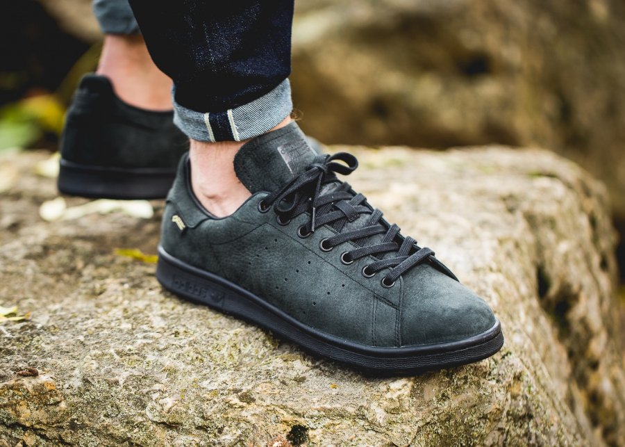 chaussure-chaussure-adidas-stan-smith-impermeable-noire-1