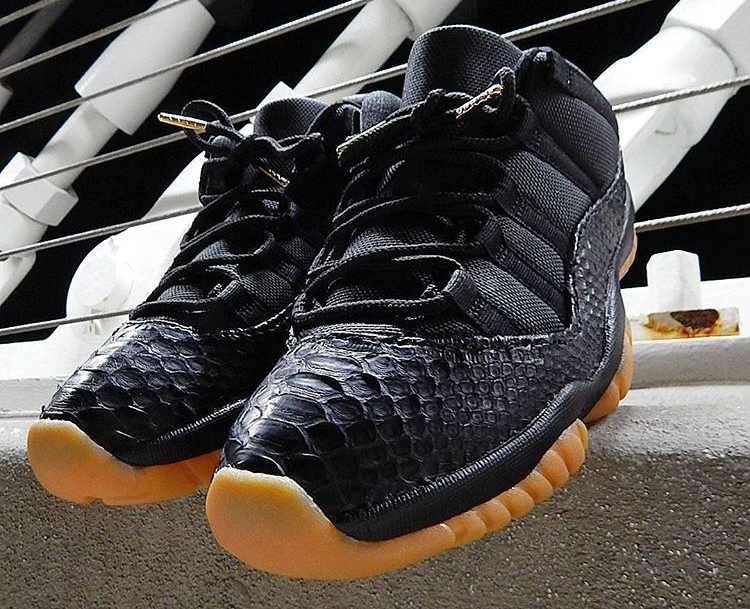 air-jordan-11-retro-low-black-gum-python-sab_one