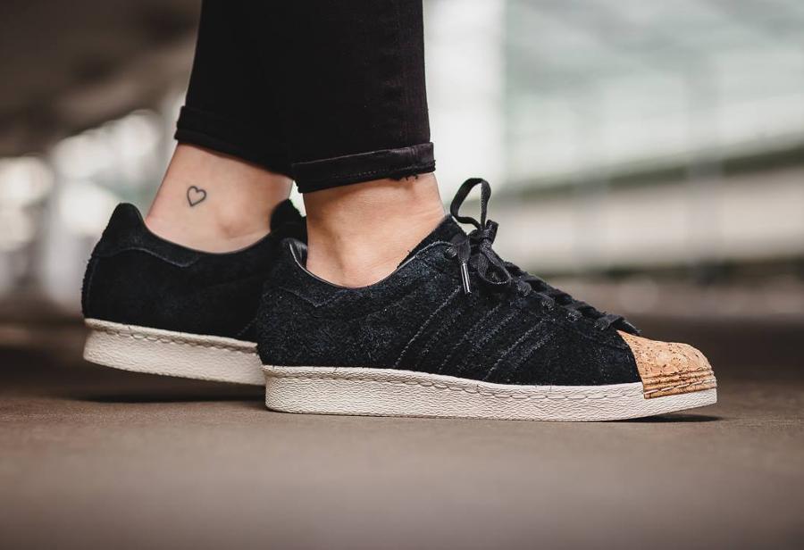 chaussure-adidas-superstar-80s-femme-daim-noir-bout-en-liege-1