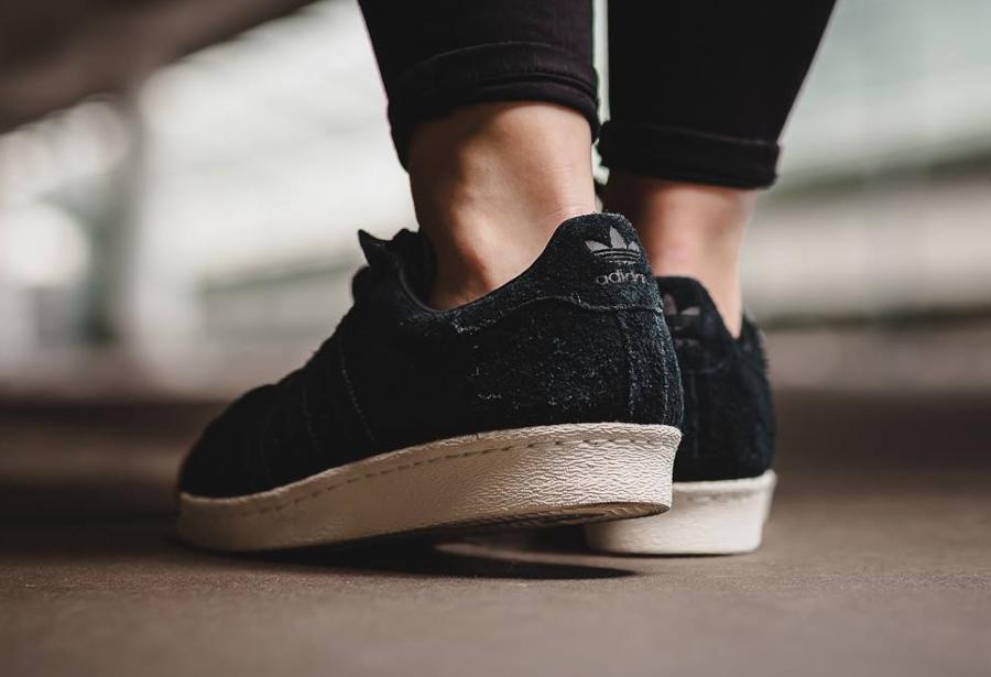 chaussure-adidas-superstar-80s-femme-daim-noir-bout-en-liege-2