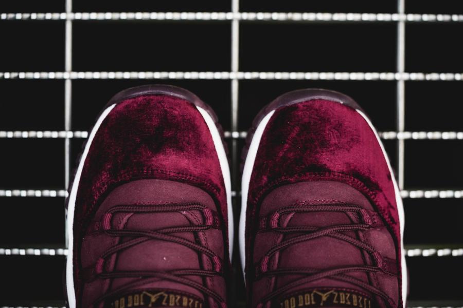 chaussure-air-jordan-11-velours-bordeaux-dore-femme-4