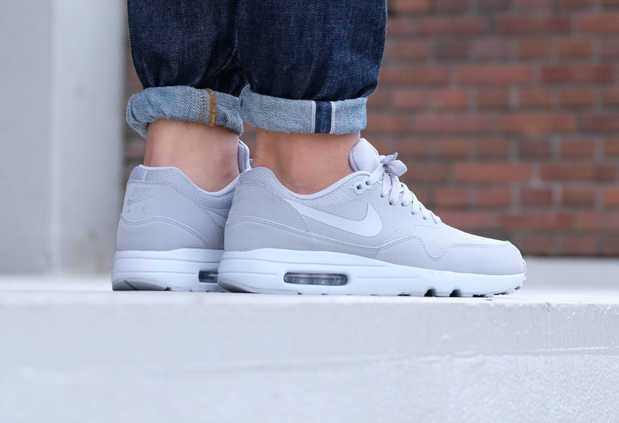 chaussure-nike-air-max-1-ultra-2-0-essential-wolf-grey-homme-3