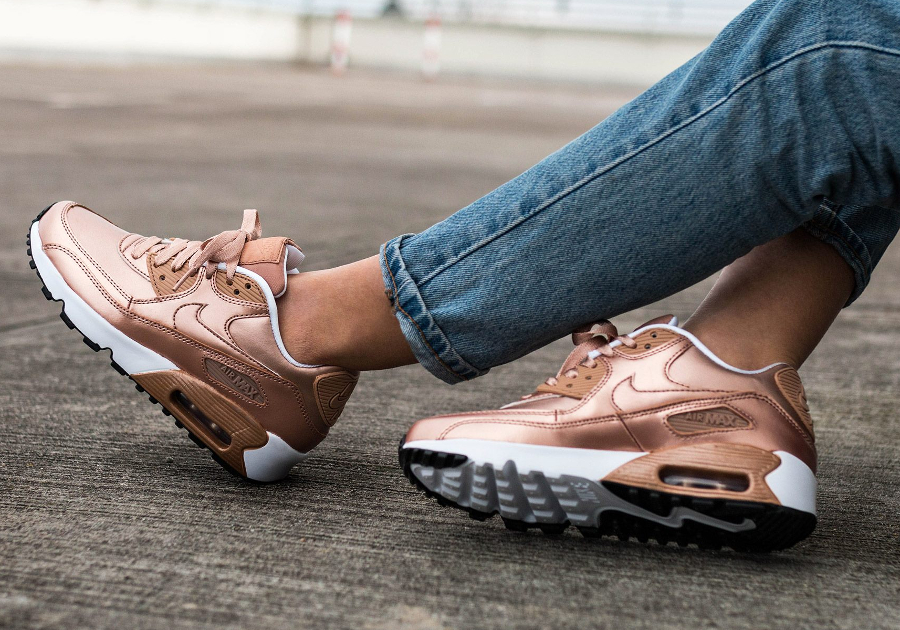473bf106d80b Chaussure Nike Wmns Air Max 90 SE Metallic Red Bronze 1