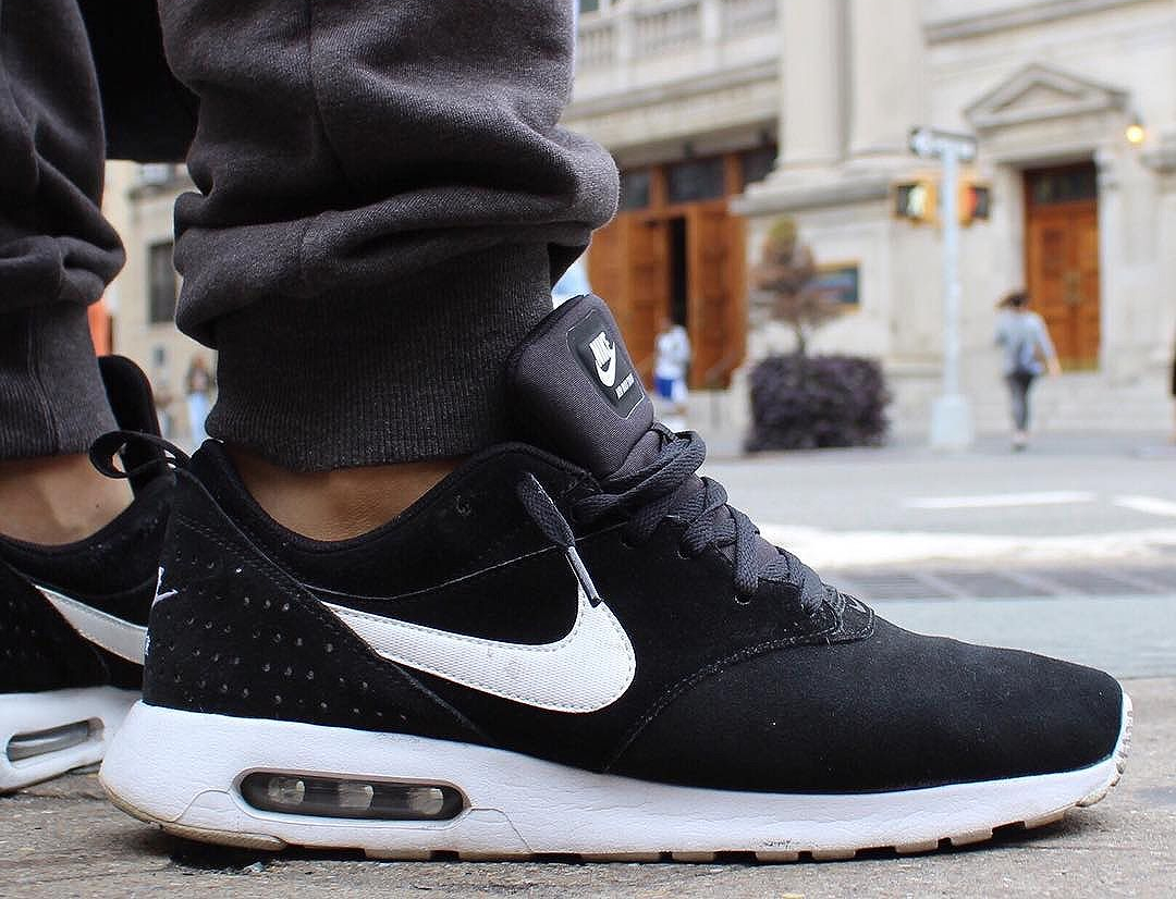 nike-air-max-tavas-black-suede-sneakersafari
