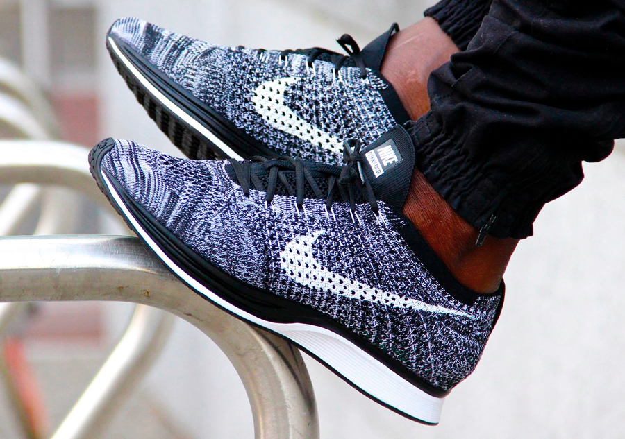 Les sorties sneakers février 2017 : Adidas Yeezy V2 Zebra….